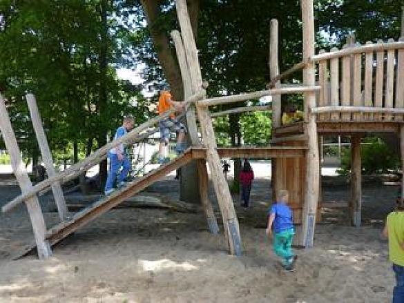 Klettergerüst Schulhof : Schule am pürschweg schulhof